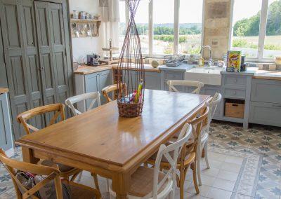 Table de la cuisine du mas d'élise