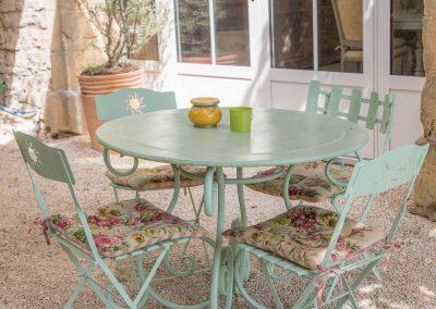 Profitez du calme du patio de la maison