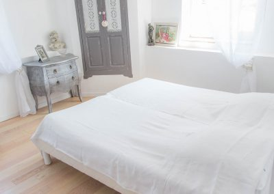 Le lit de la chambre une du mas d'élise