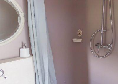 Salle de douche de de la chambre quatre du mas d'élise