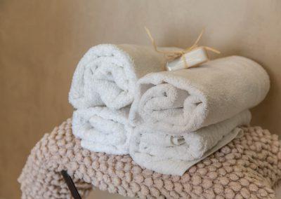 Des serviettes sont à votre disposition dans la chambre une du mas d'élise